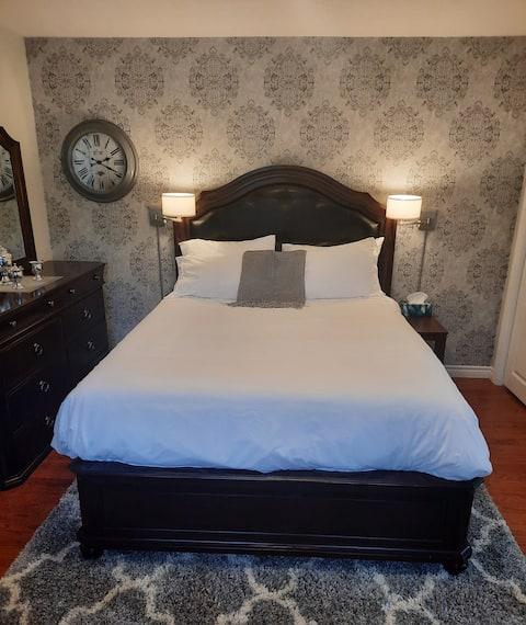 Beautiful executive suite/getaway near downtown