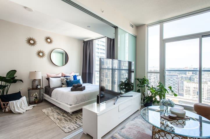 Luxury Downtown Condo close to CN Tower