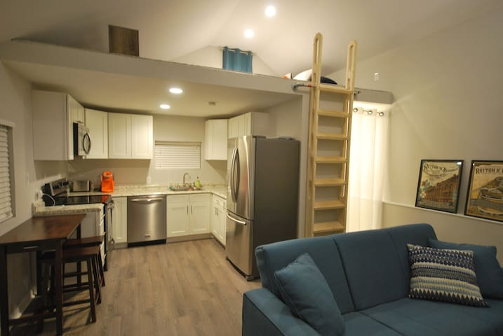 New Studio! Foam bed, hot tub, close to downtown! - Knoxville - Σπίτι