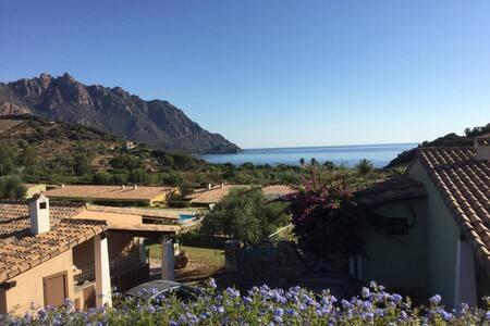 Villa Domu 'e Mari, con piscina. A 300 m dal mare - Tertenia - วิลล่า