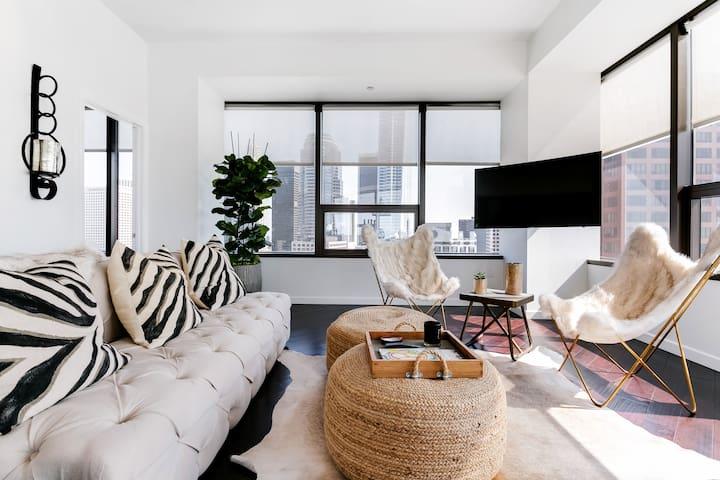 Modern, Bright Condominium with Breathtaking Views