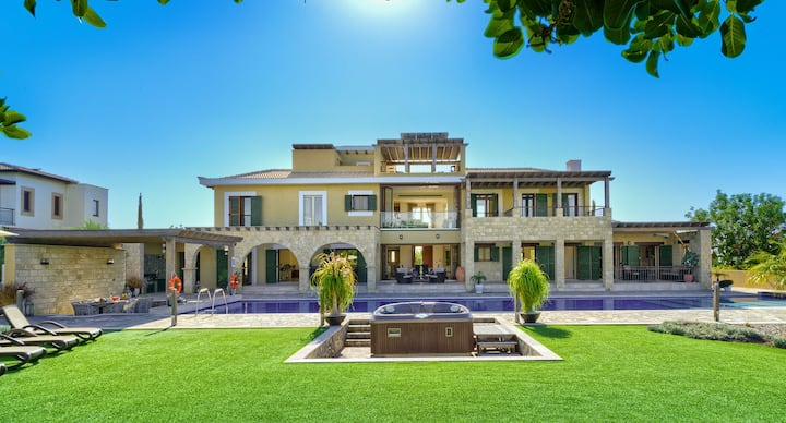Premium Villa Rio with large pool and jacuzzi