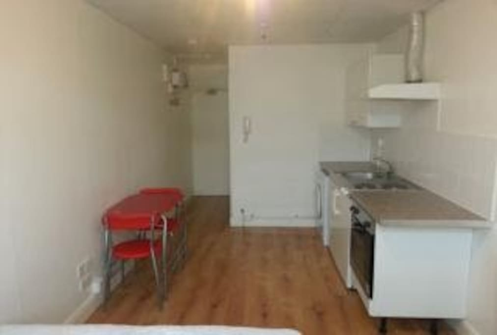 The flat has a full kitchen with stove, oven, fridge