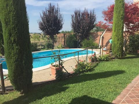 Luxe familie vakantiehuis, privé omheind zwembad