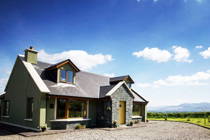Cosy Home in Killorglin-Ring Of Kerry-nearby Golf