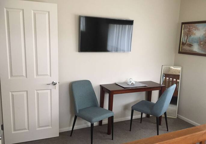 Queen room has chairs and a table for laptop use, plus a wall-mounted TV with Freeview and Netflix for your enjoyment.