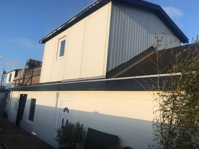 Houseboat-Studio Free Parking