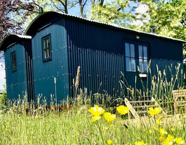 Romantic, double-sized, year round shepherds hut