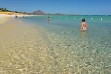 La spiaggia del residence : Il fondale è basso, perfetto per i bambini.