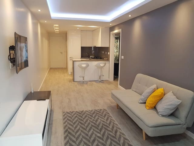 Rooms & Apartments