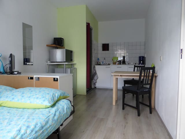 →PRIVATE 2 PERSONS STUDIO IN UTRECHT+PARKING