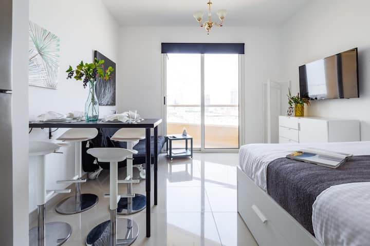 Top Quality Studio Apartment in Lakeside IMPZ