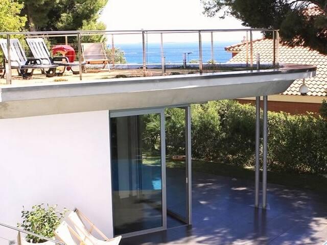Villa in Tamarit 300m from the beach