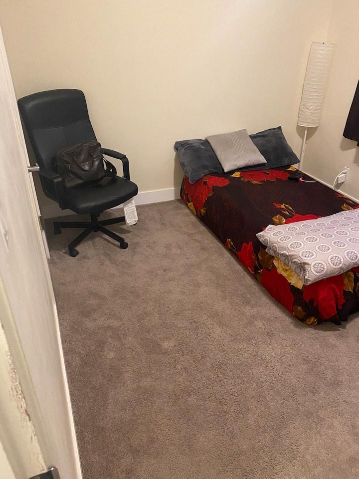 Room in Osborne village
