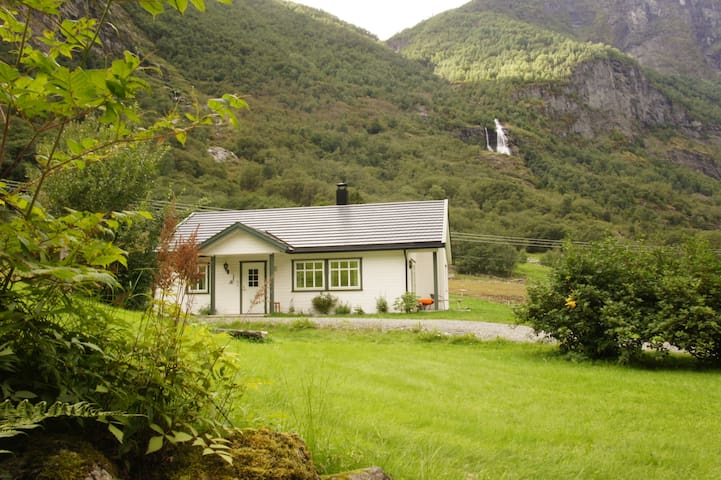 Cosy house in Flåm, close to waterfall
