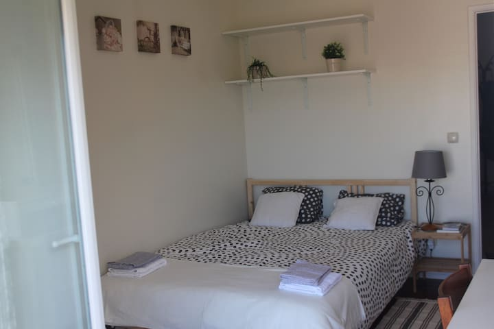 Double bedroom in the historic centre of Oeiras - Oeiras - Apartment