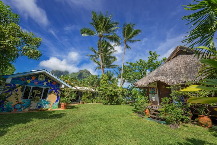 Bora bungalove  next to the lagoon