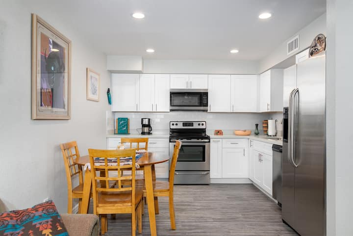 Southwest Tempe Home - 2 Bedrooms