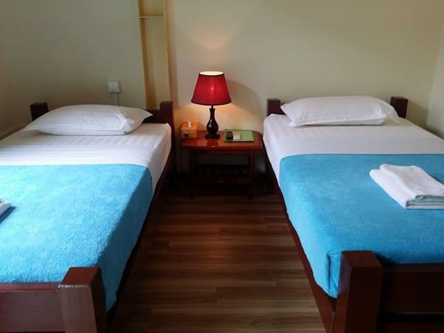 Bike World Guest House-Hub Room - Yangon - Inap sarapan
