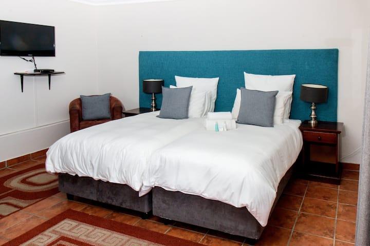 Ilita Lodge Garden Entrance Twin Bed