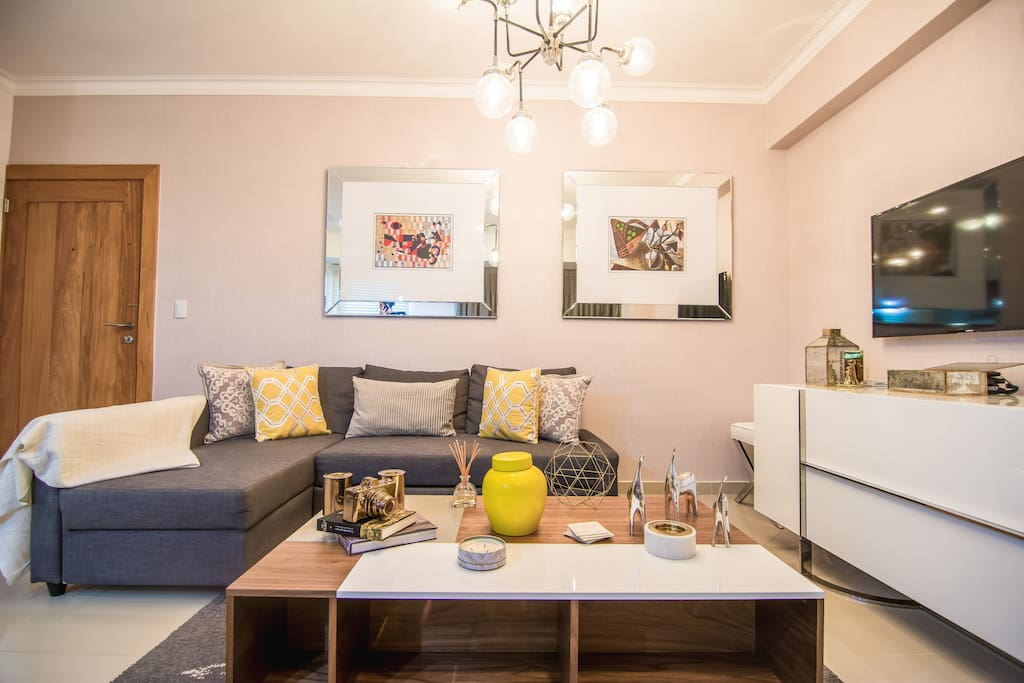 Livingroom with sofabed, open kitchen, balcony, amazing city views ,TV with 200+ international channels
