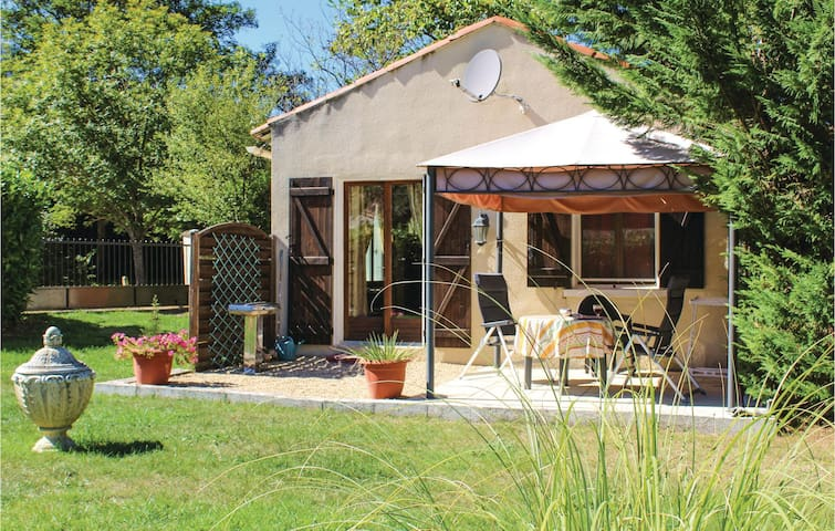 Holiday cottage with 1 bedroom on 45m² in Belvianes et Cavirac