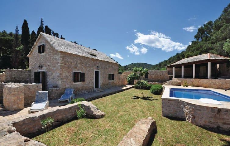 Villa Lovrečina - โพสติรา - วิลล่า