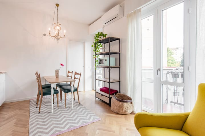 Stylish studio flat in Isola - Garibaldi