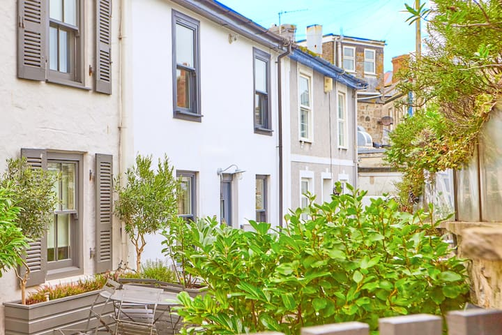 Fisherman's cottage in the heart of St Ives