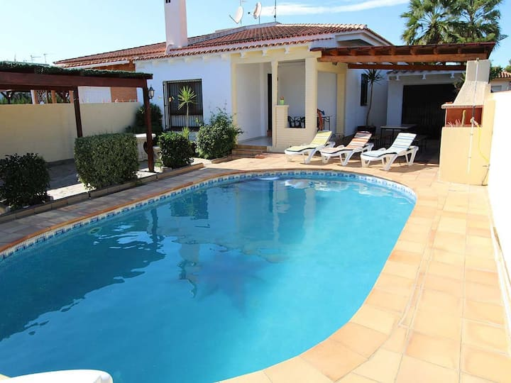 CASA HARMONY, Ideal house for your holidays near the sea, free wifi, air conditioning, private pool, pets allowed, dog's beach.