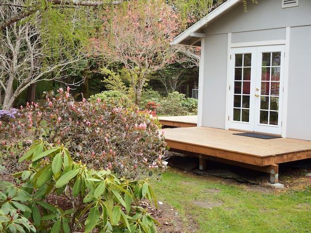 Cozy Garden Cottage Brinnon Gardens