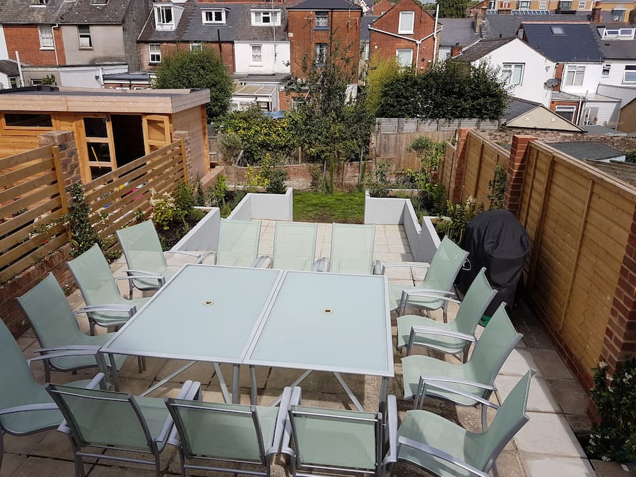 Terrace with table for 14