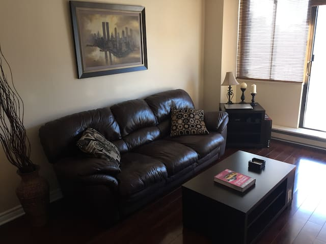 Condo in Byward Market with Free Parking - Ottawa - Apto. en complejo residencial