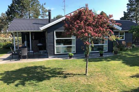 Summerhouse, Marielyst, 3 bedrooms, 400m to Beach