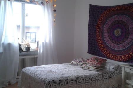 Cozy room near the city center - Borås - Apartemen
