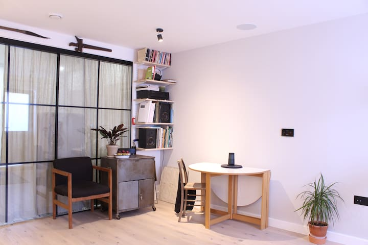 GREAT 1 BED FLAT IN CONVERTED WAREHOUSE