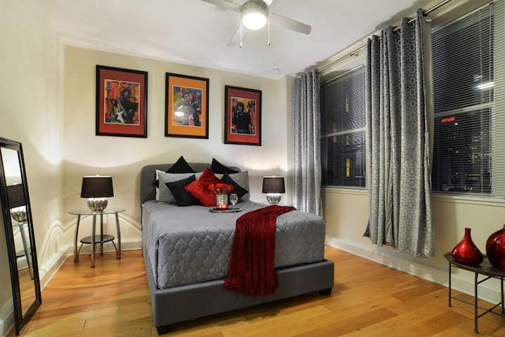 ★★ CBD/French Quarter Downtown Modern Condo!! ★★