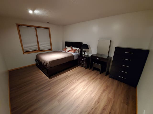 Private, comfy, newly renovated, clean room