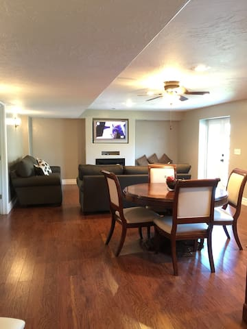 Basement in perfect location - Lehi - Appartement