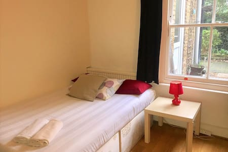 1 Bedroom close to St George's Hospital - London - Haus