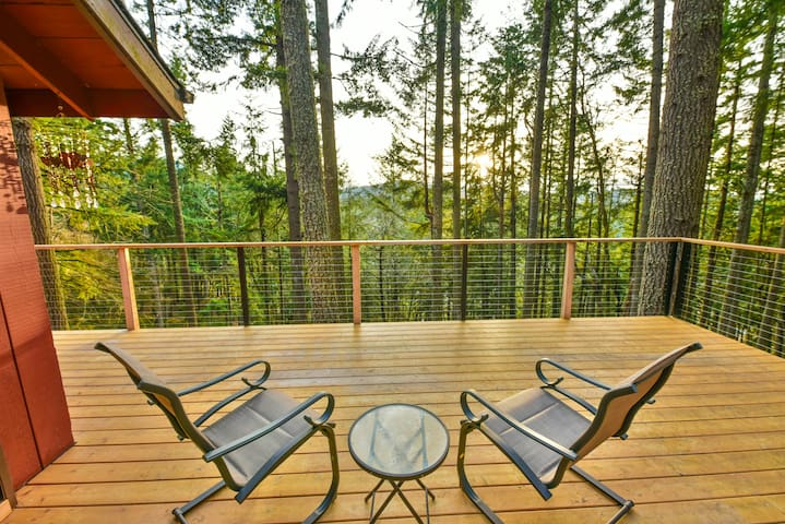 Shasta Retreat -Peaceful, Beautiful, Treetop Views