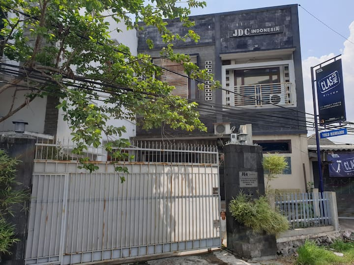 YOGYAKARTA ALIF HOUSE SINGLE BR IN THE MAIN ROAD