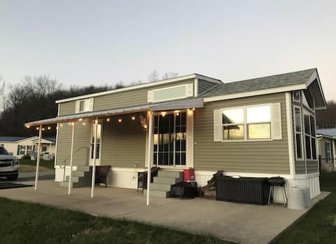Laurel Highlands Tiny home with Community Pools