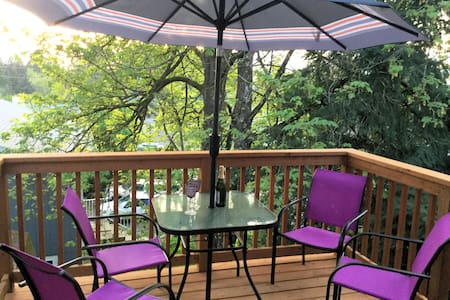 Purple House PDX- HUGE SW Apt. 10-15 min to town