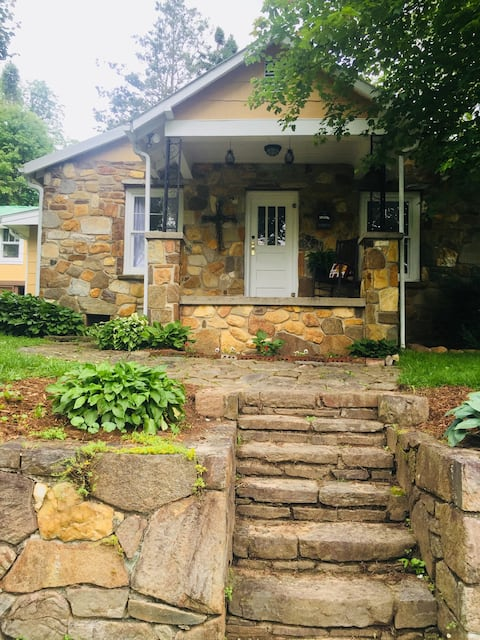 OllieBlake Rock Cottage, Tuxedo, N.C.