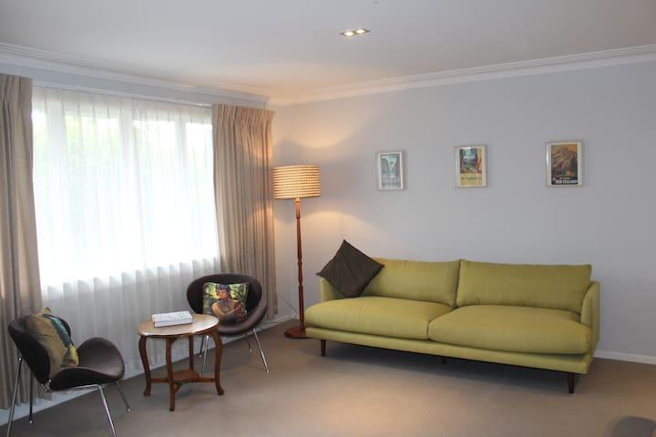 Ponsonby / Herne Bay, nice 2 Bedroom Home Unit.