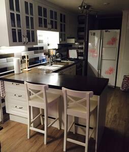 Cozy/safe home for females in metropolitan area