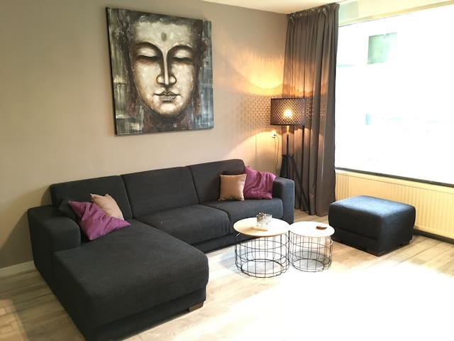 Ruim appartement/Spacious apartment free parking