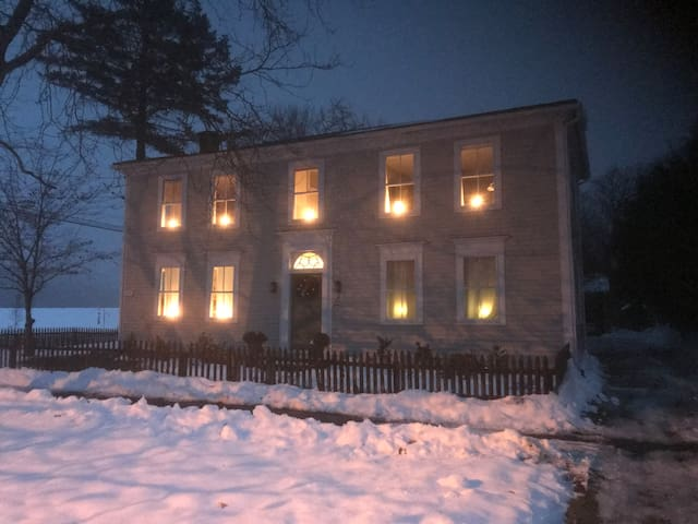 The 1797 House/Dawson room near Amherst, Hamp
