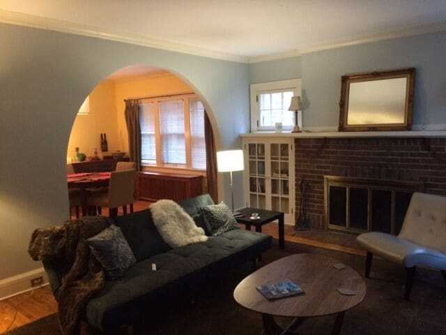 Sunny, spacious classic Linden Hills duplex. - Minneapolis - Apartmen